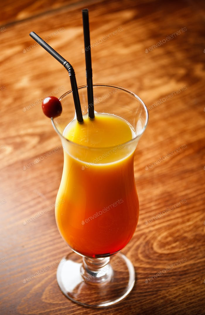 Cocktail mit Orangensaft