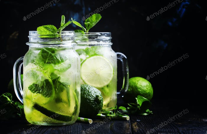 Green tea with mint and ice