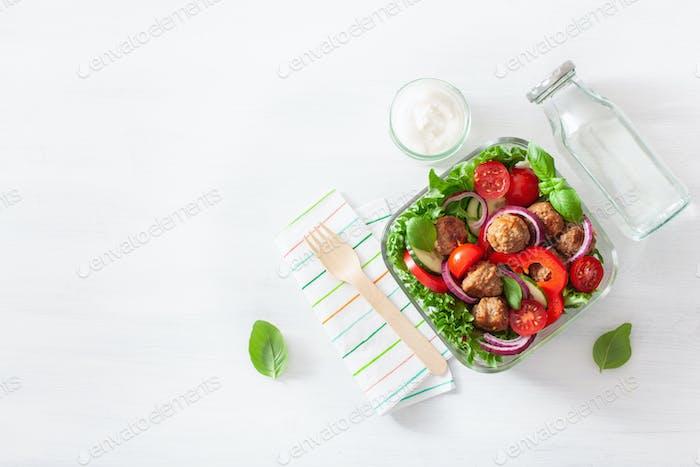 keto Paleo Brotdose mit Fleischbällchen, Salat, Tomate, Gurke, Paprika