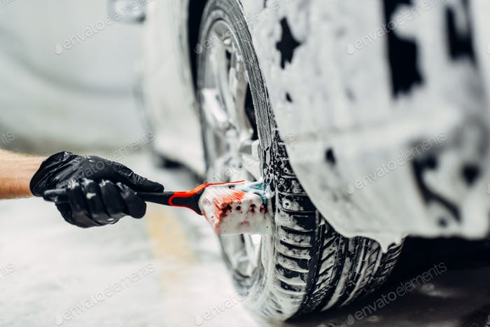 Carwash service, washing of wheels with brush