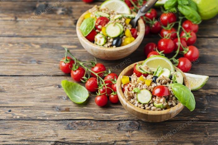 Veganer Graupen Salat