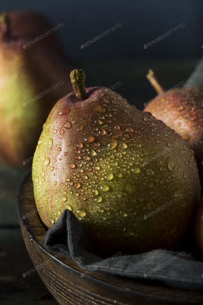 Raw Organic Red Anjou Pears
