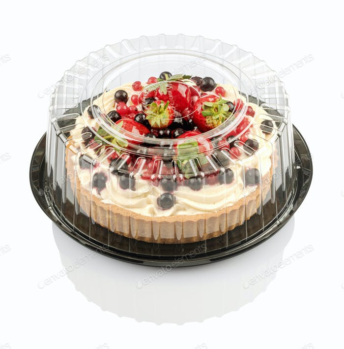 tartlet with cream and fruit