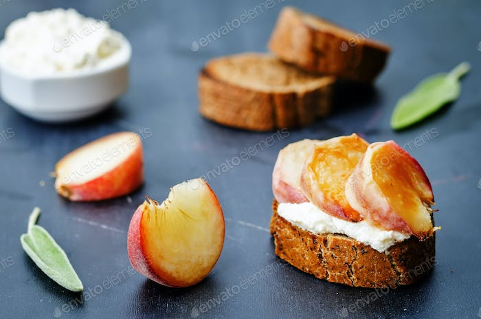 crostini with peaches and ricotta