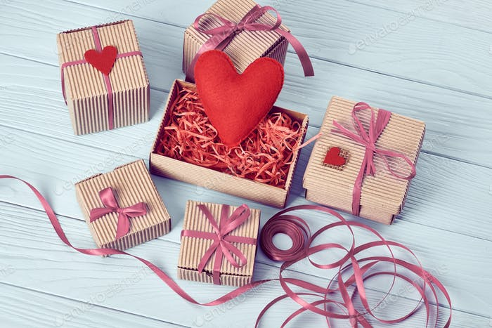 Hearts, gifts