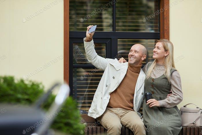 Selfie retrato en la ciudad