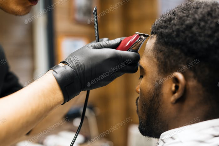 Professioneller Haarschnitt