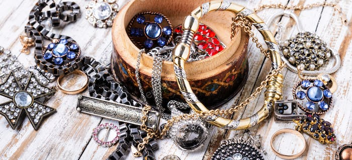 Jewelry and bijouterie