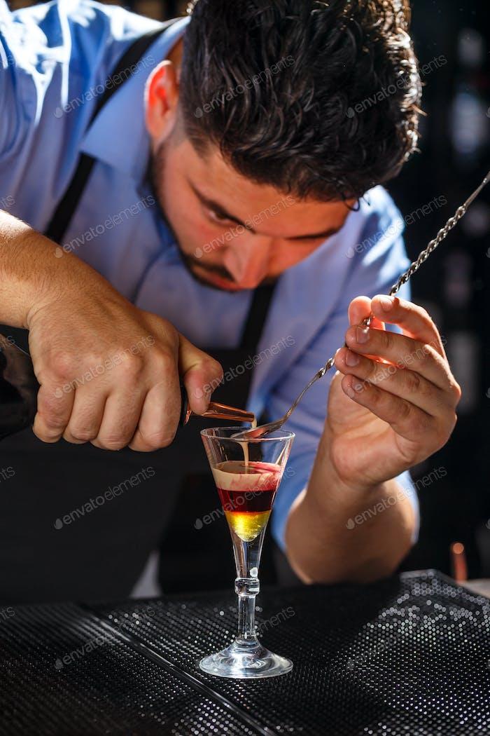 Te bartender prepares a shot
