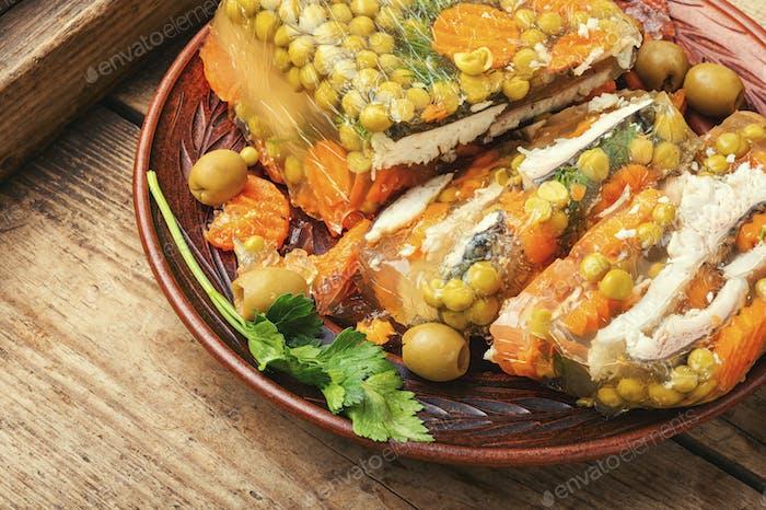 Appetitlich gelierter Fisch.