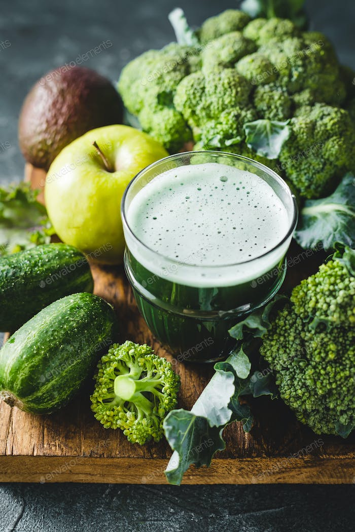 Green cocktail of healthy vegetables
