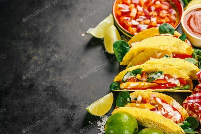 Sabrosos tacos apetitosos con verduras
