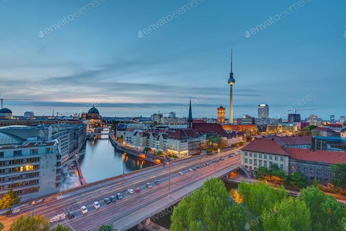 Das Zentrum Berlins in der Abenddämmerung