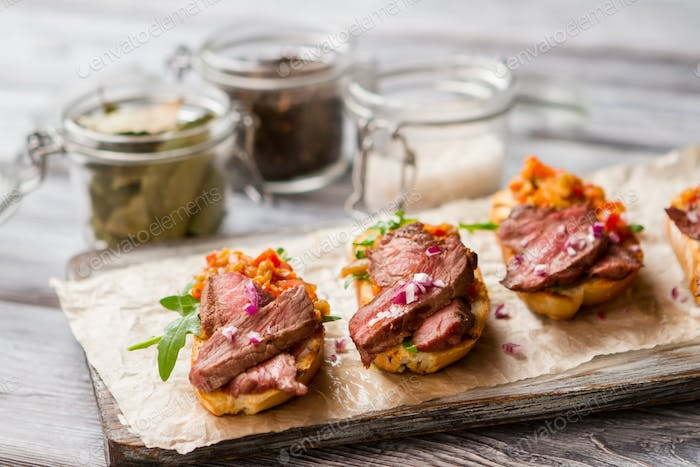 Small toasts with meat