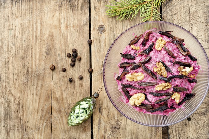 Beetroot salad with prunes