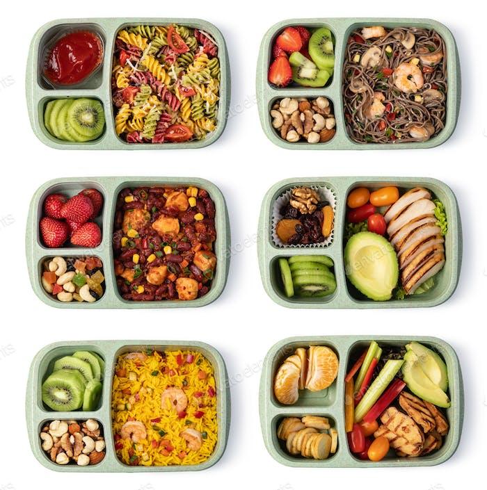 Lunchbox mit leckerem Essen auf weißem Hintergrund