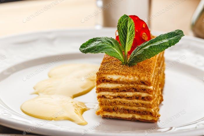 Honey cake with vanilla cream - Medovik