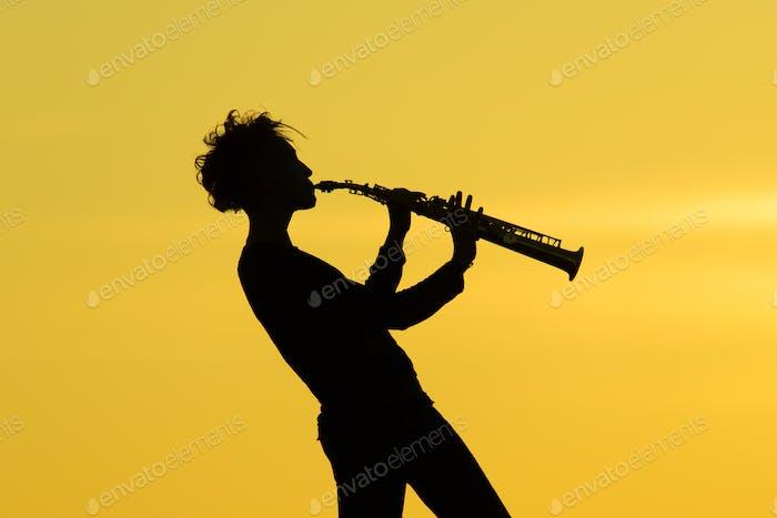 Saxophon spielen Silhouette
