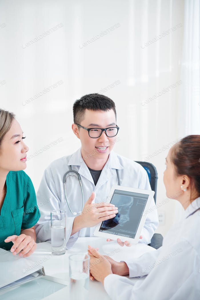 Neurologist presenting new treatment