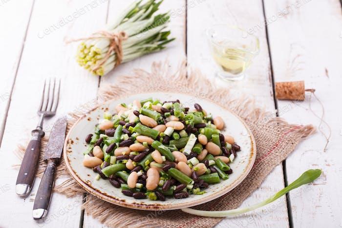 Salat Drei-Bohnen mit Knoblauch.