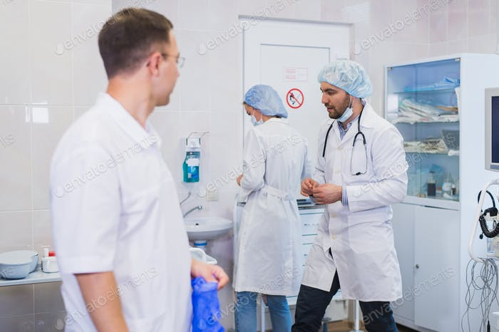 Surgeon gathered with his team of doctors before surgery