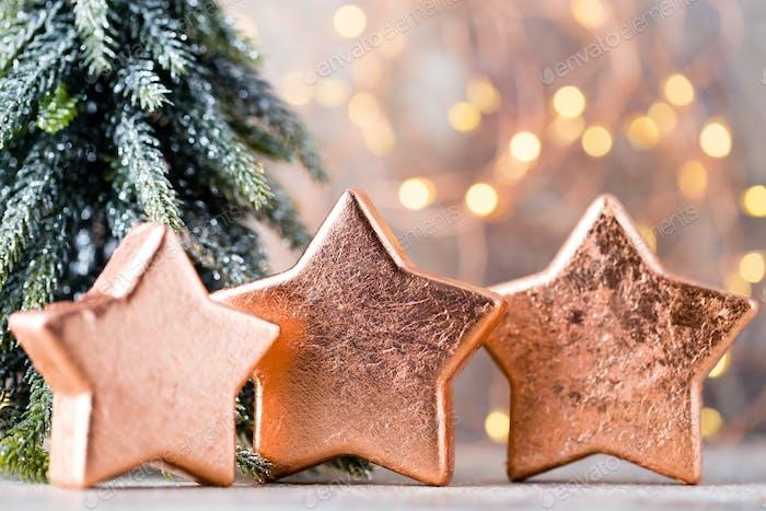 Weihnachten Bronze Deko Urlaub Dekorationen Bronze auf Bokeh Hintergrund.