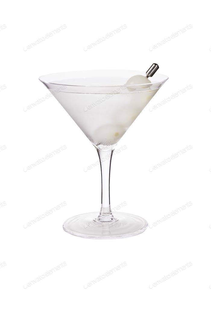 Erfrischender Vodka Martini Cocktail mit Zwiebeln auf Weiß