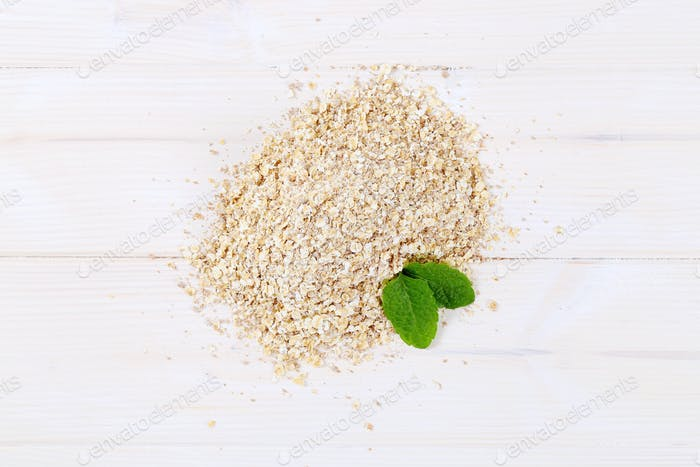 pile of rolled oats