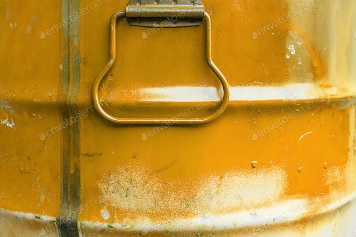 Orange color can