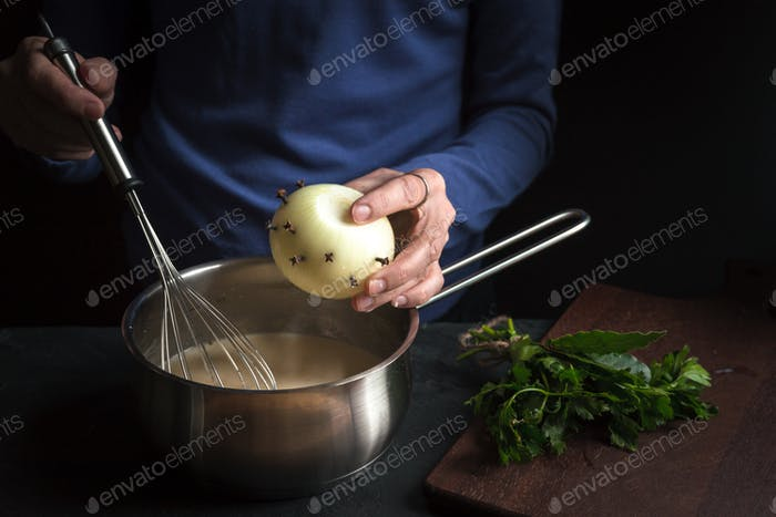 Bulb is placed in a base sauce for bechamel