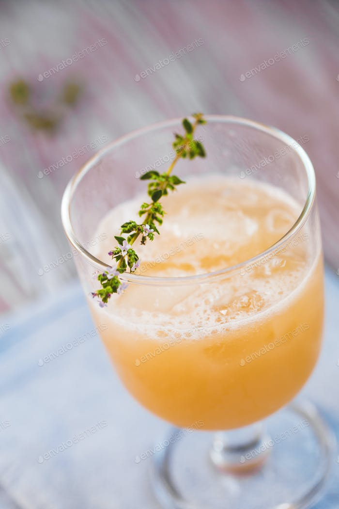 Melon grapefruit spritz