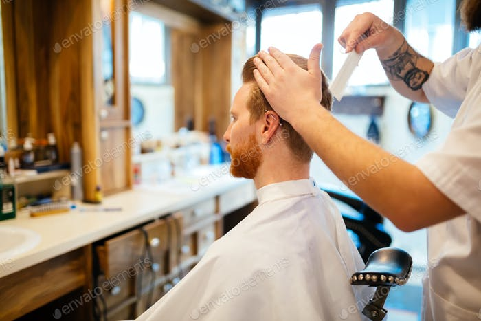 Kämmen von Haaren und Styling