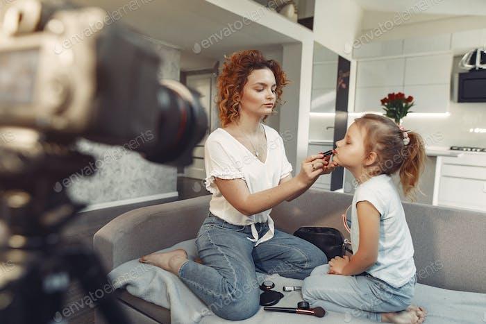 Madre con hija dispara un blog de belleza