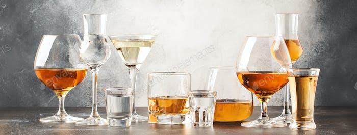 Set von harten starken alkoholischen Getränken