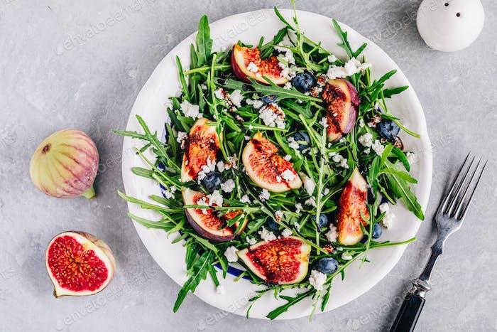Rucola Salat mit Feigen, Heidelbeeren und Ziegenkäse, Balsamico-Dressing