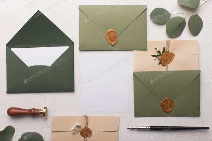 Sobres de Papel ecológico con cartas de amor o tarjetas de invitación.