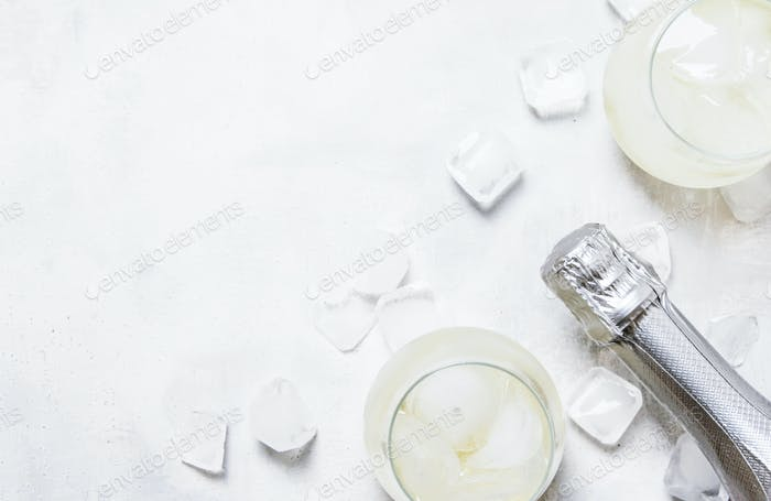 Alkohol Cocktail Prosecco Auf Den Felsen Mit Sekt Und Eiswürfeln