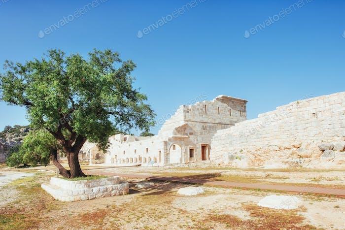 Городские стены в руинах Трои, Турция