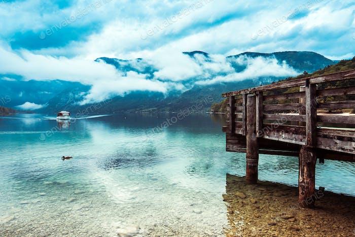 Touristisches Boot am schönen Bohinj-See