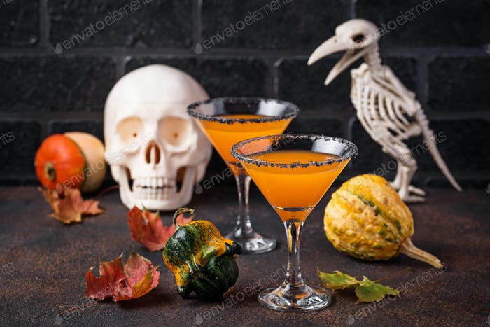 Halloweens drink pumpkin martini cocktail