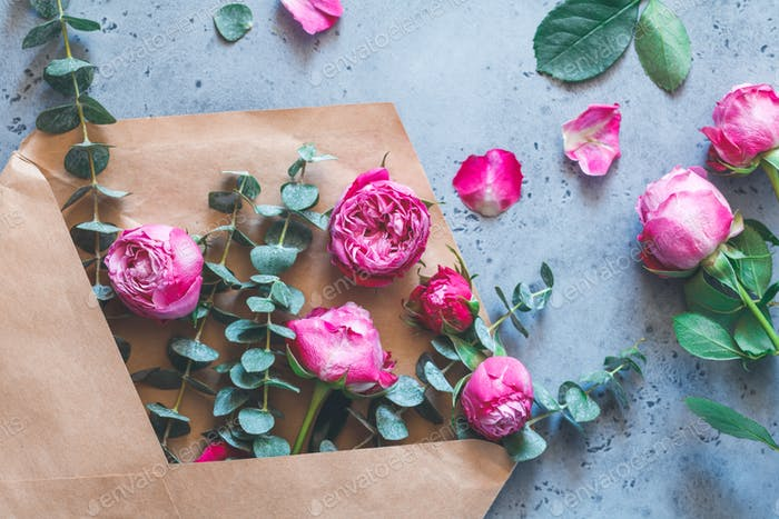 Pink roses in the envelope