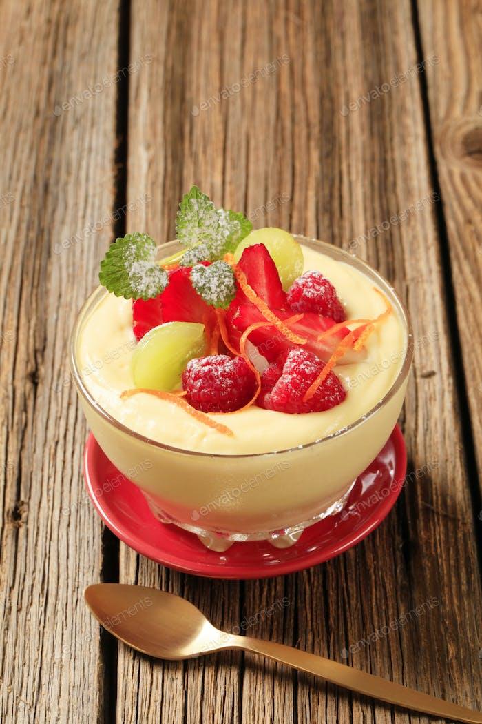 Pudding und Obst