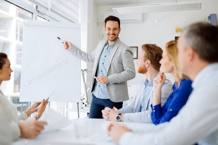 Grupo de Negocios Trabajo en Equipo en la oficina