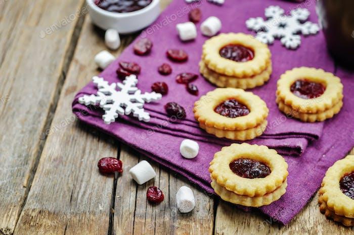 Shortbread cookies with cranberry jam