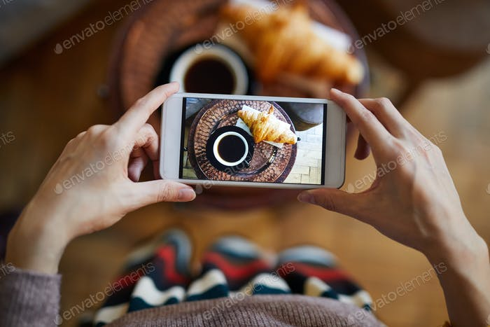 Photographing snack