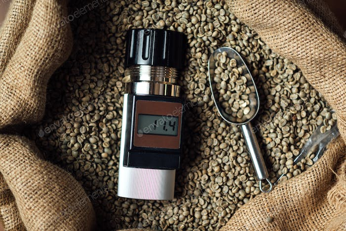 device for measuring the humidity of coffee beans in a bag with a metal scoop, top view