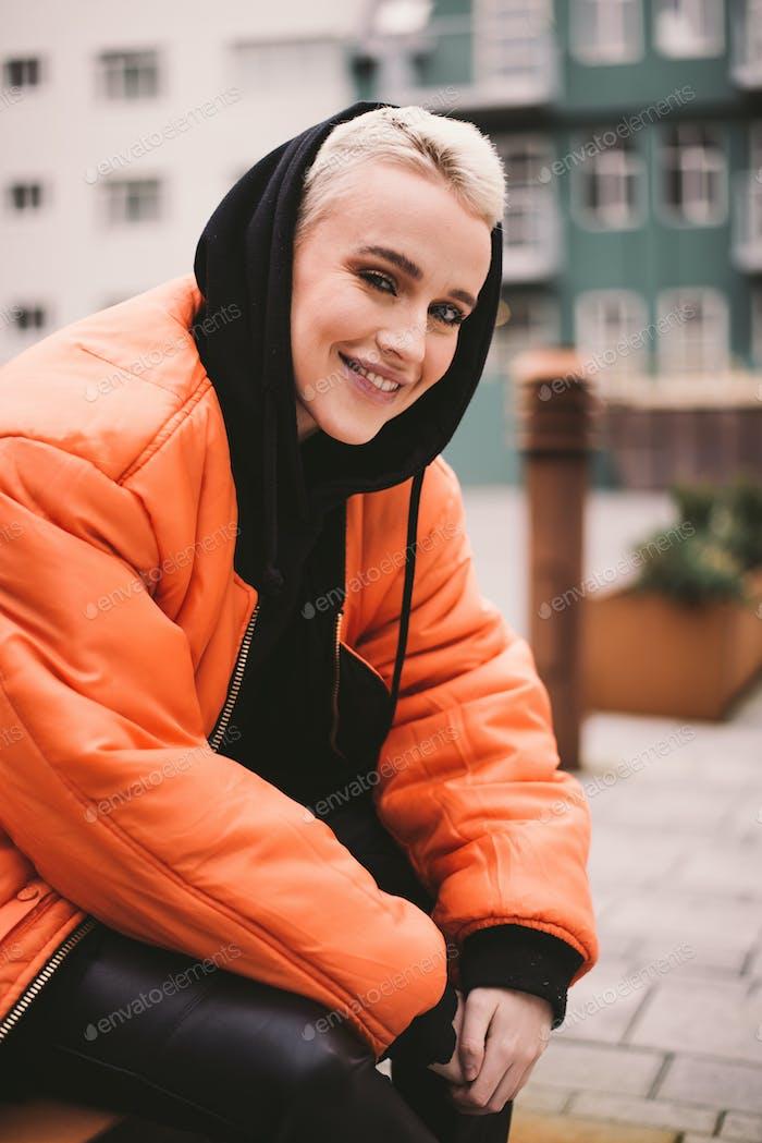 Isländische schöne Frau Lifestyle-Momente in Reykjavik