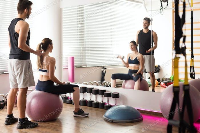 Strenth training on exercise ball