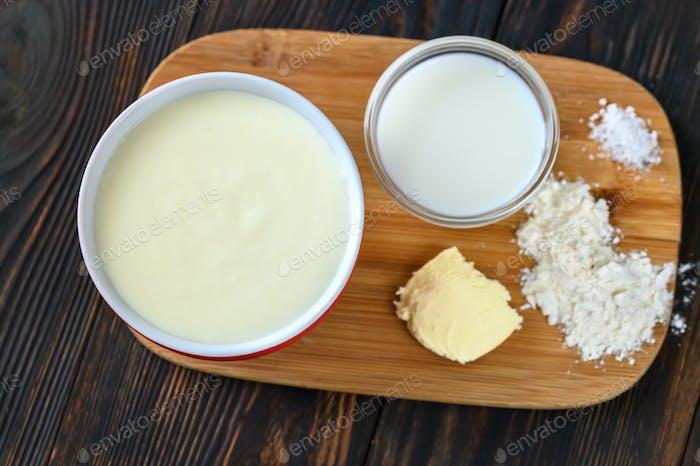 Ingredients of bechamel