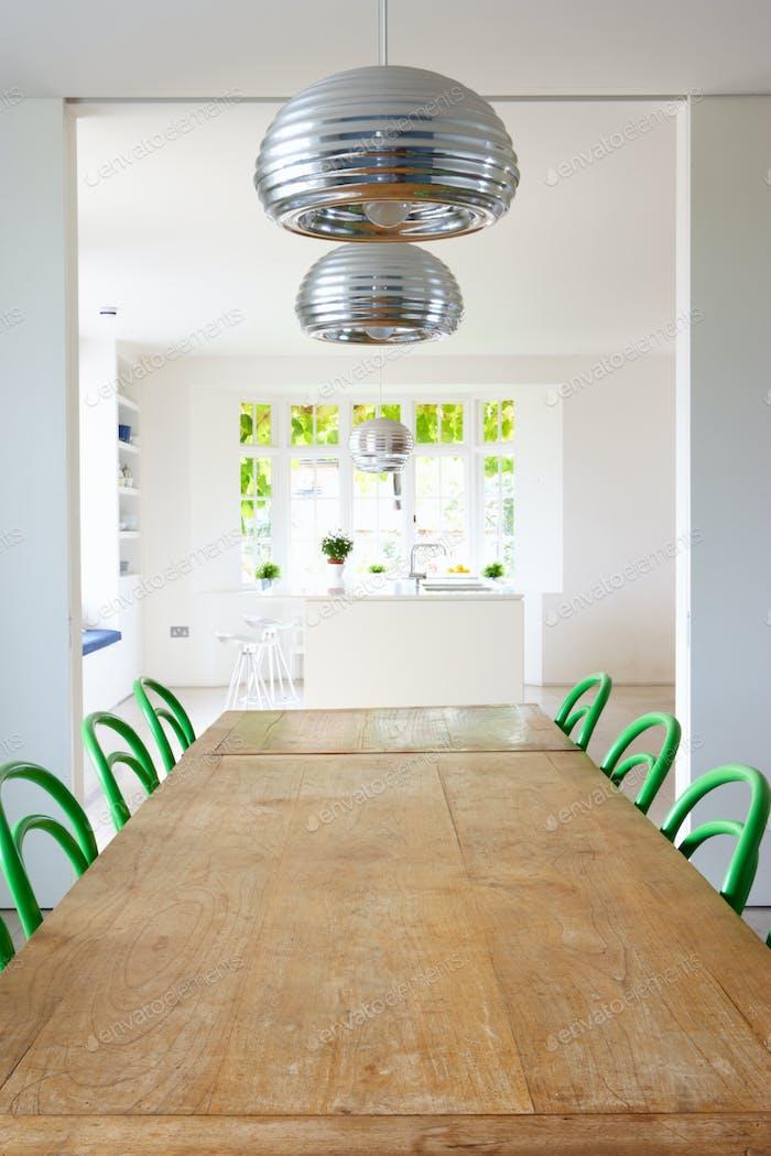 Esszimmer In Modernem Haus Mit Tisch Und Stühlen